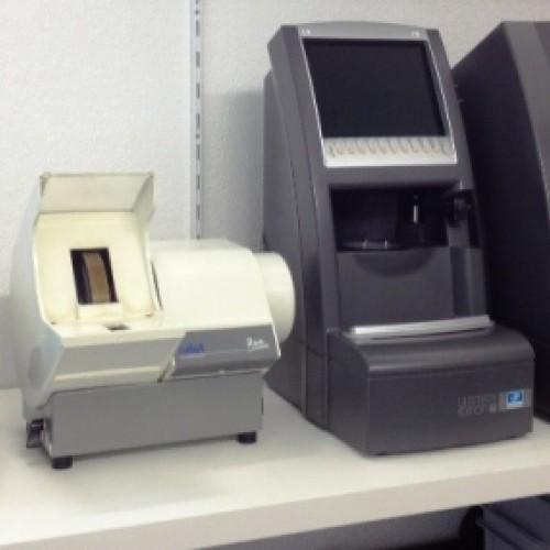 Unsere topmodernen Schleifautomaten von der Firma Essilor für noch genauere Arbeit.
